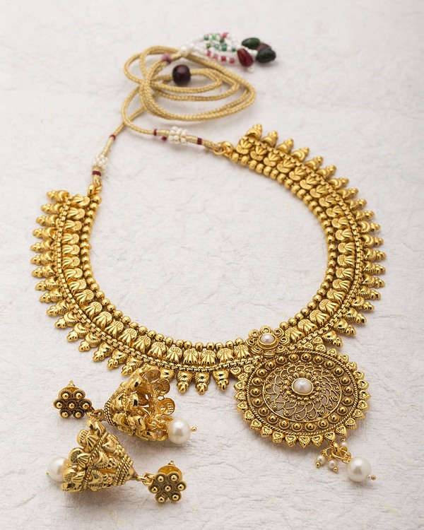 Flat Rs 300 off on Necklace Sets!